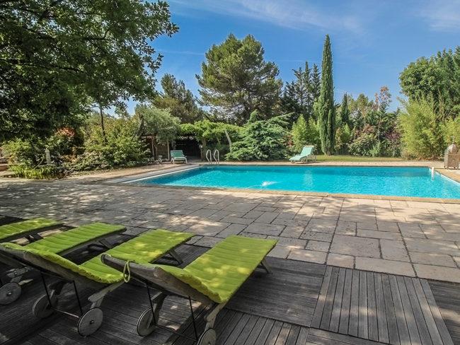 location aix en provence piscine priv e jacuzzi ping. Black Bedroom Furniture Sets. Home Design Ideas