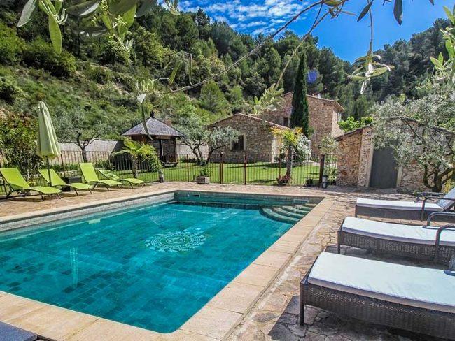 Location maison vacances le barroux vaucluse piscine et for Camping provence avec piscine