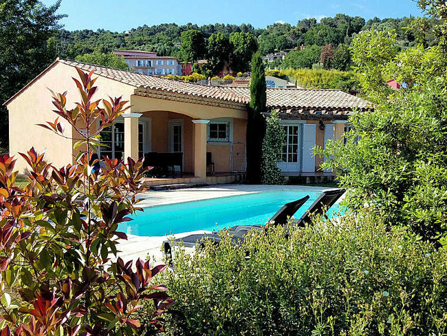 Location de maison callian pour 8 personnes avec piscine for Location villa cote d azur piscine