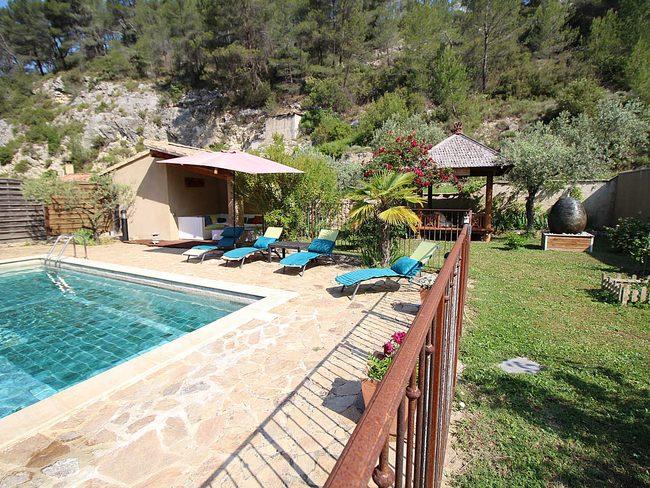 maison de vacances piscine priv e joli parc le barroux. Black Bedroom Furniture Sets. Home Design Ideas