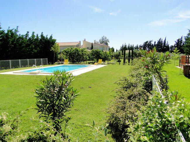 Location maison vacances climatis e beaucaire gard for Beaucaire piscine