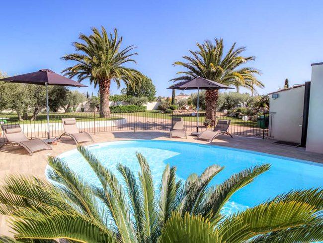 Location d 39 une villa d 39 exception climatis e piscine for Beaucaire piscine