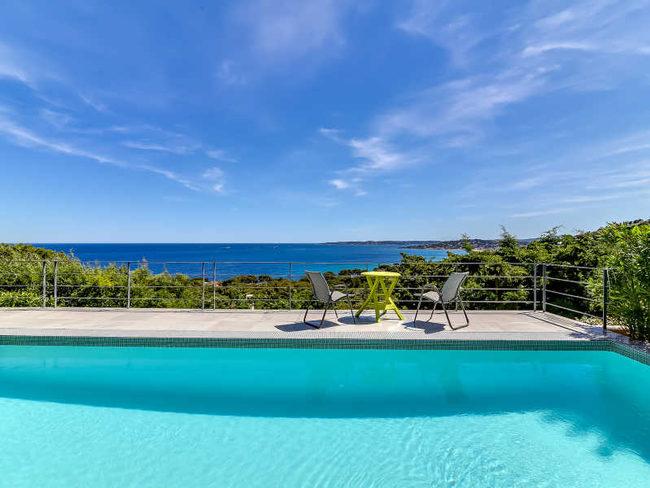 Location bord de mer st maxime villa de luxe avec for Piscine sainte maxime